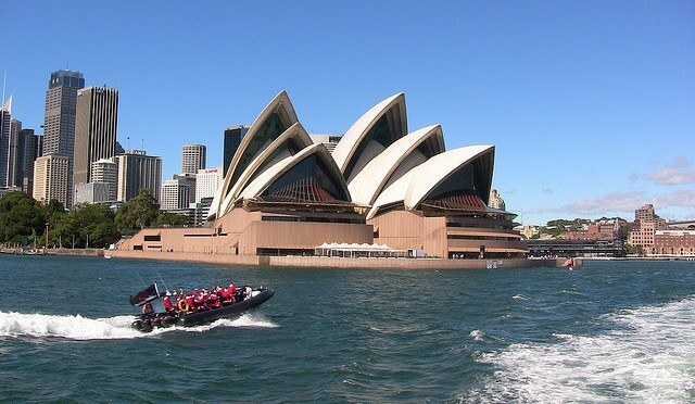 Exploring Sydney Harbour by Speedboat
