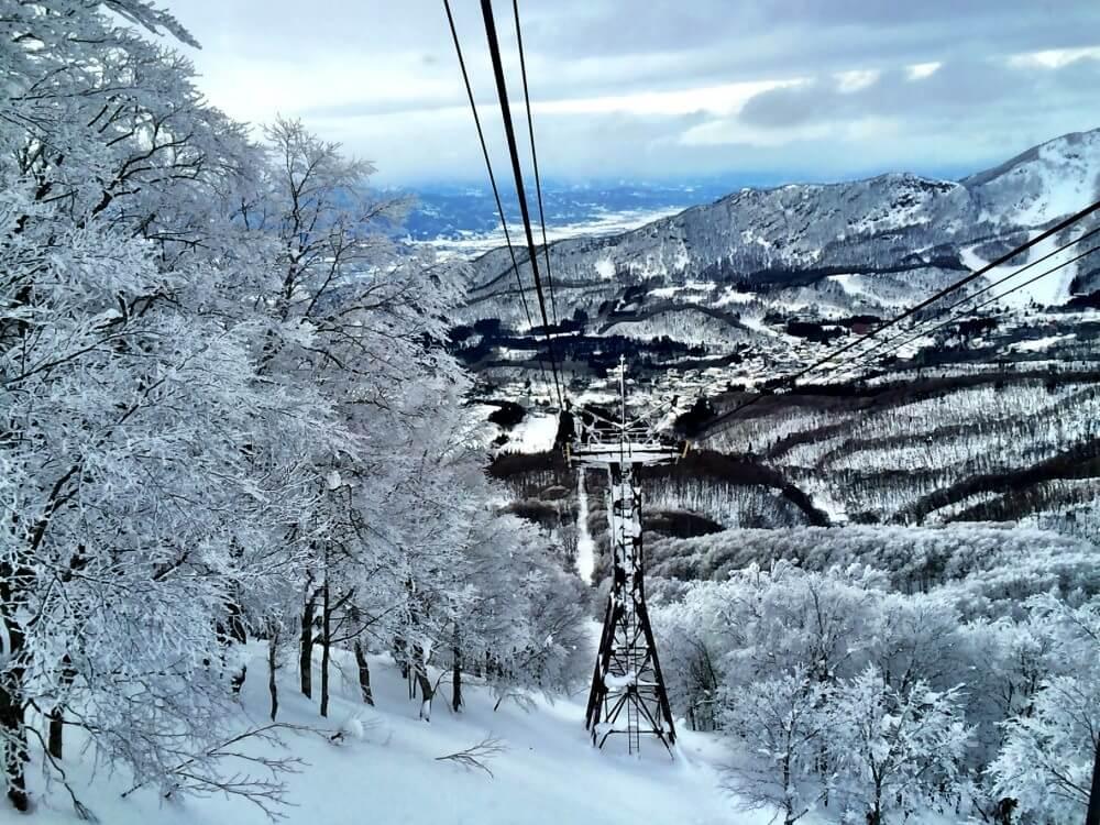 Skiing up mount zao