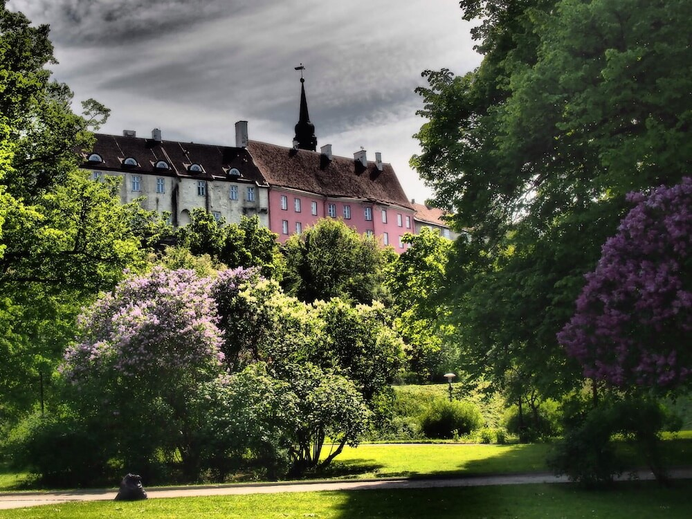parks-and-pink-houses-tallinn