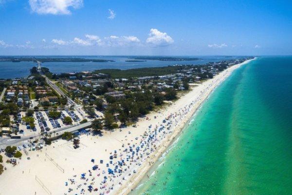 beach on anna maria island