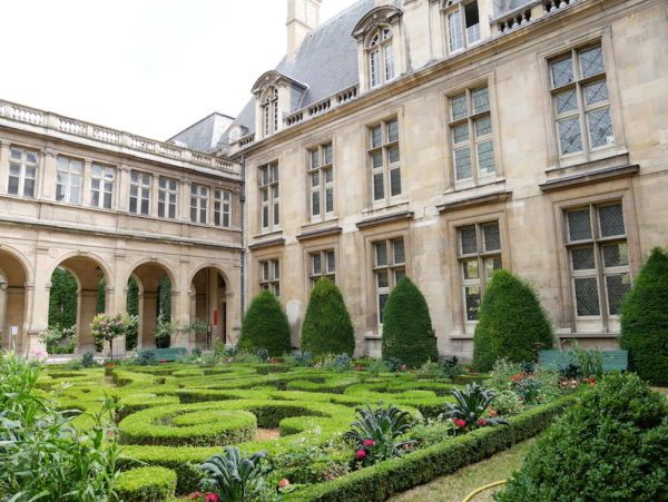 awesome free things to do in Paris