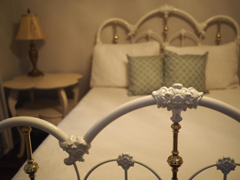 Bed at the Oak Alley Plantation