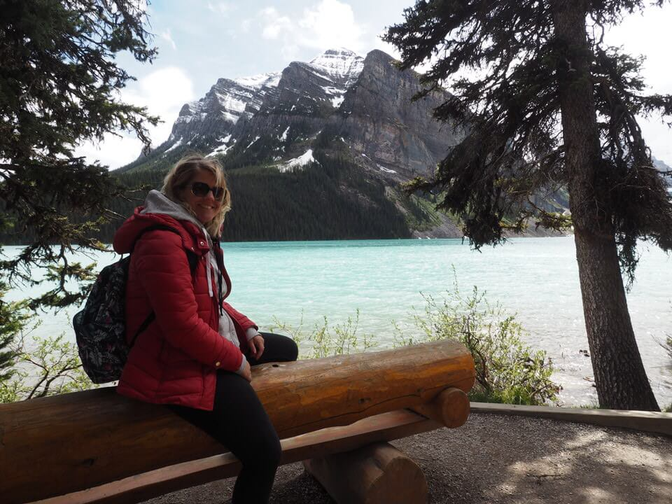 Relaxing round lake louise
