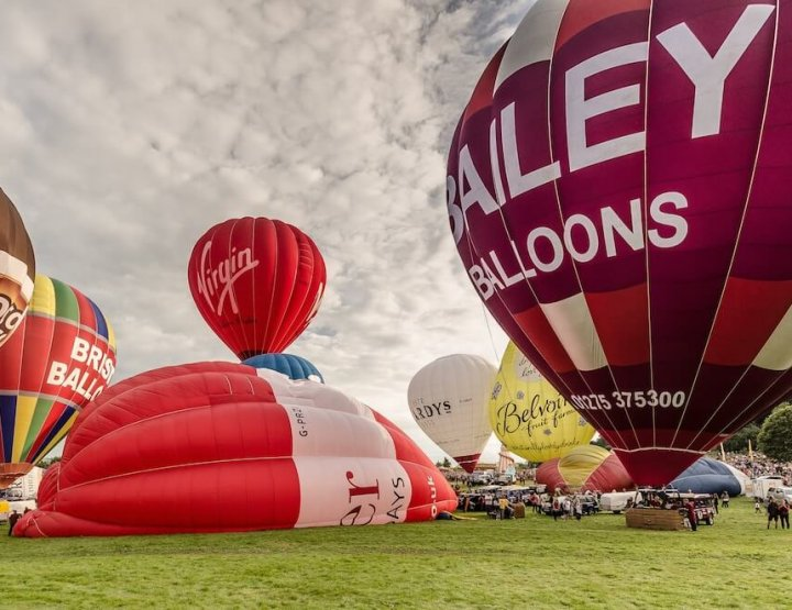 8 Biggest Hot Air Balloon Festivals Around the World